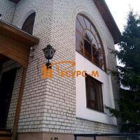 Дом 300 м² (кирпич) на участке 10 сот.